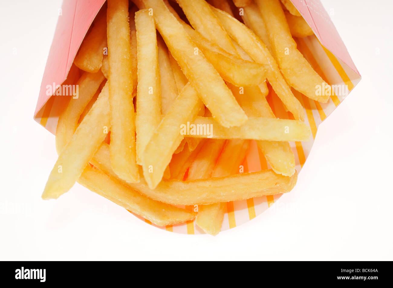 Container von Mcdonalds Pommes Frites auf weißem Hintergrund Stockbild