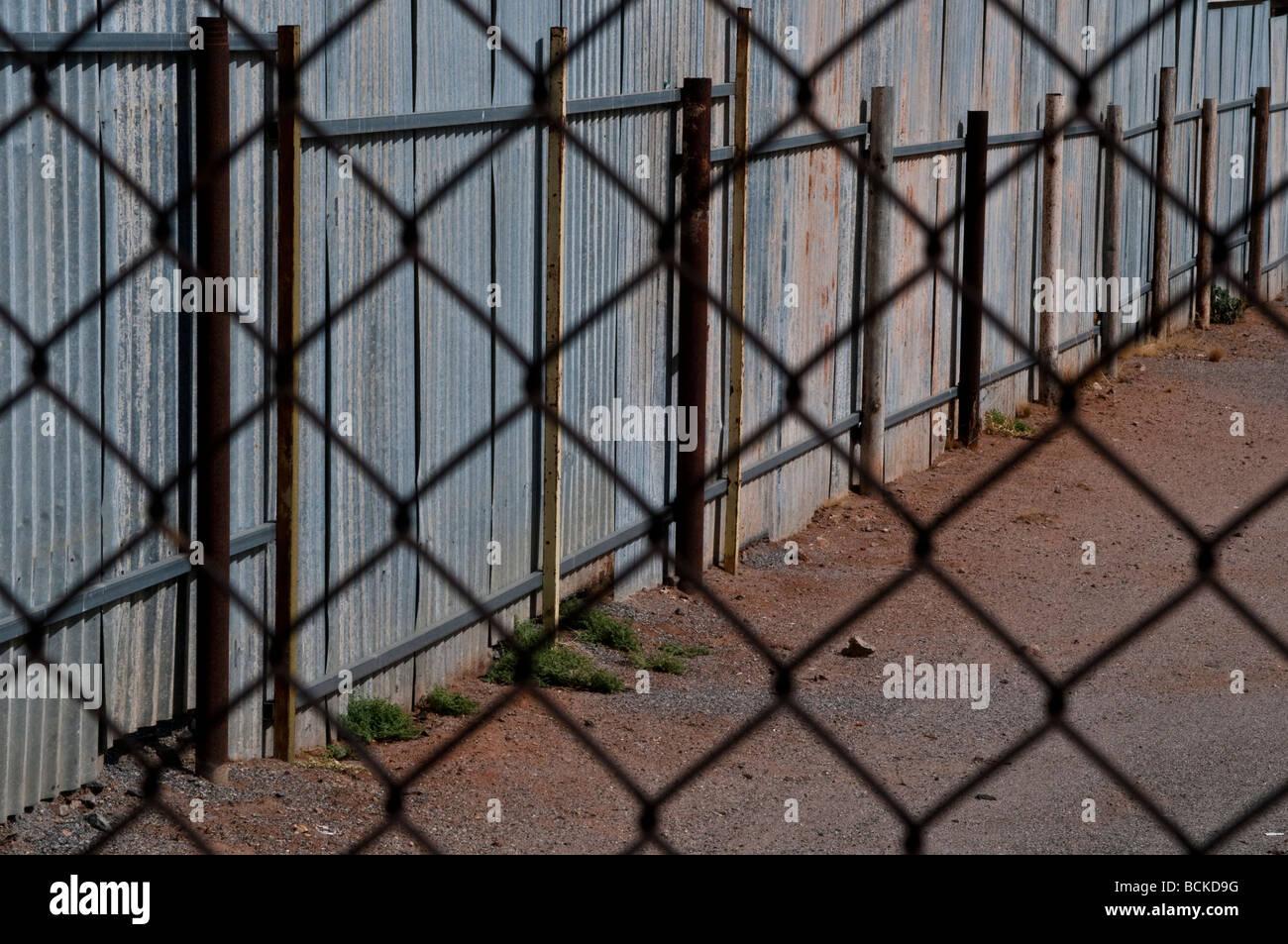 Nett Maschendraht Bildschirm Fotos - Die Besten Elektrischen ...