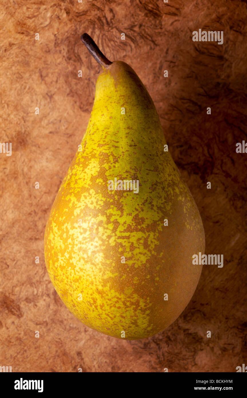 Birne auf strukturierten Hintergrund Stockbild