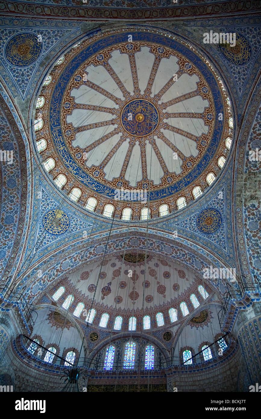 Komplizierte Decke in Moschee Stockbild