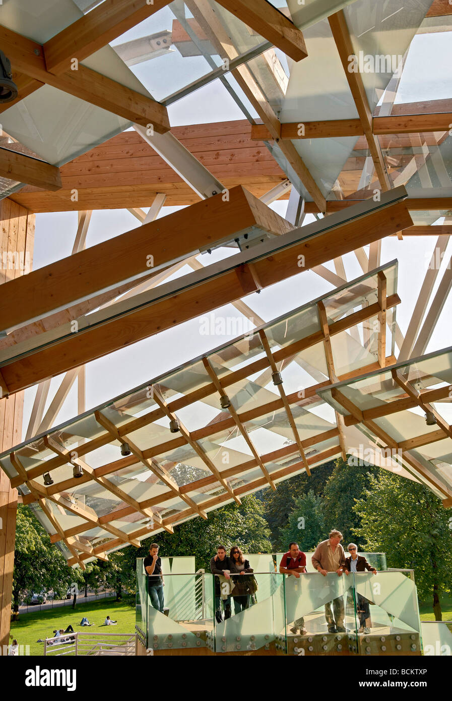 Pavillon 2008 entworfen von Frank Gehry Kensington Park London Stockbild