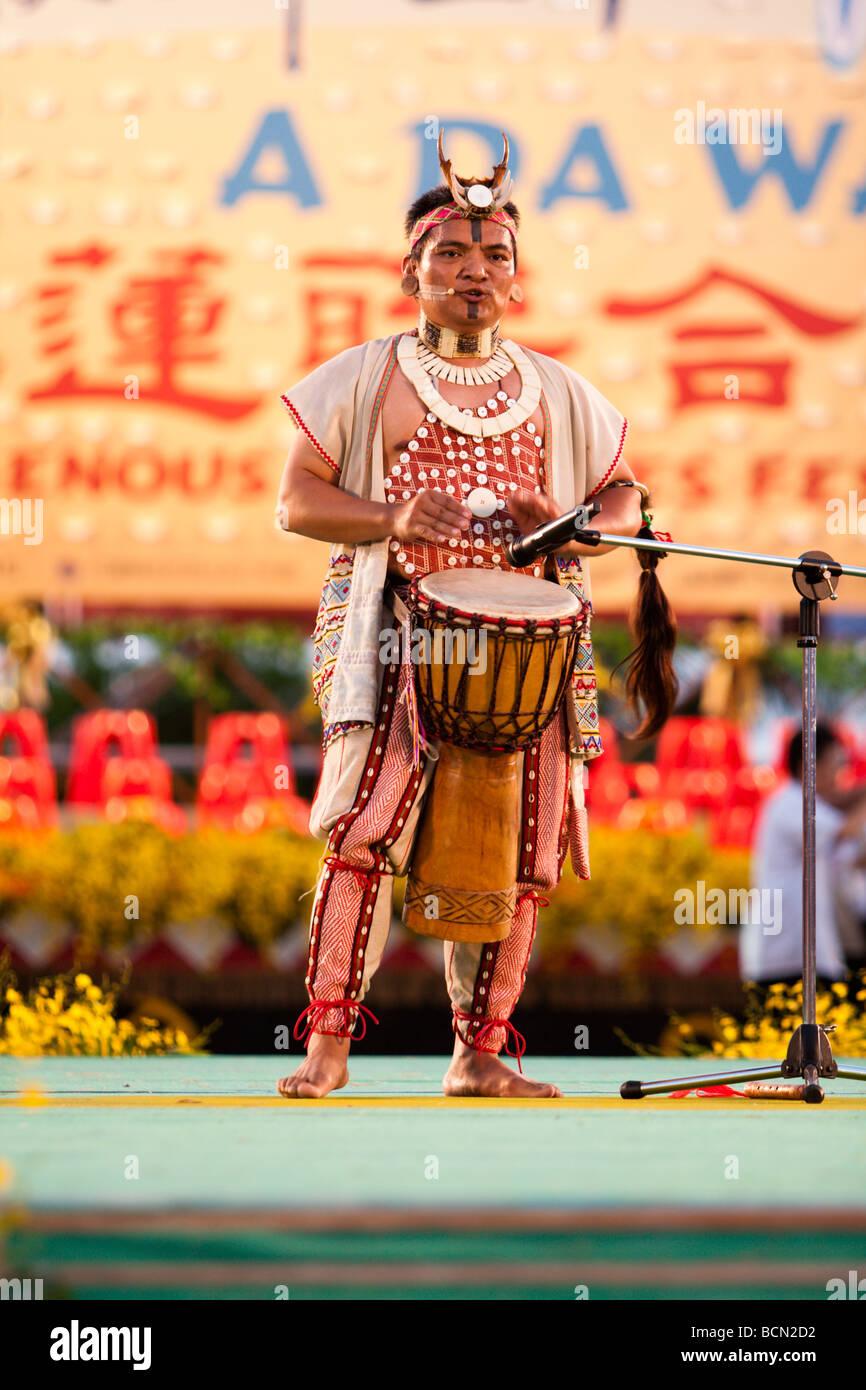 """Sänger Yijidadao, Taiwan 2007 Golden Melody Award Gewinner 2009"""" EIN DA WANG' indigenen Kulturen Festival Stockbild"""
