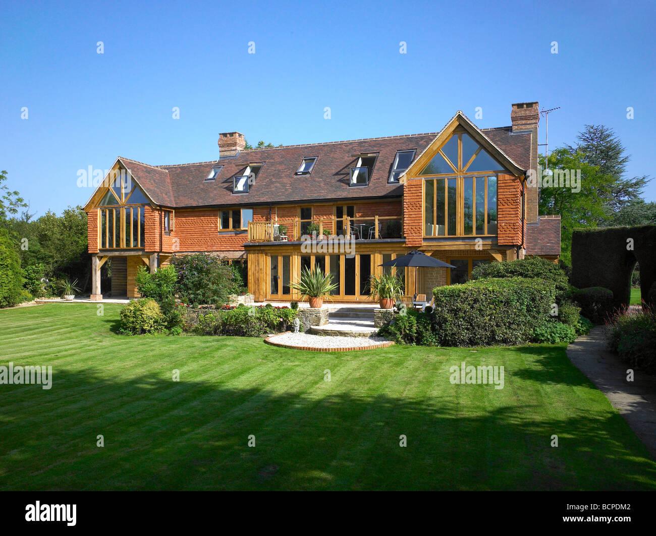 """Interessant Außen ein großes renoviertes Haus mit """"Falttüren"""" Türen, Velux  OX31"""