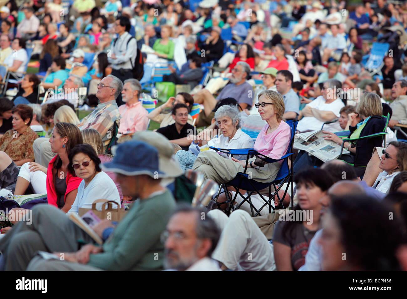 Konzertpublikum auf Hatch Shell an der Esplanade, Boston Stockbild