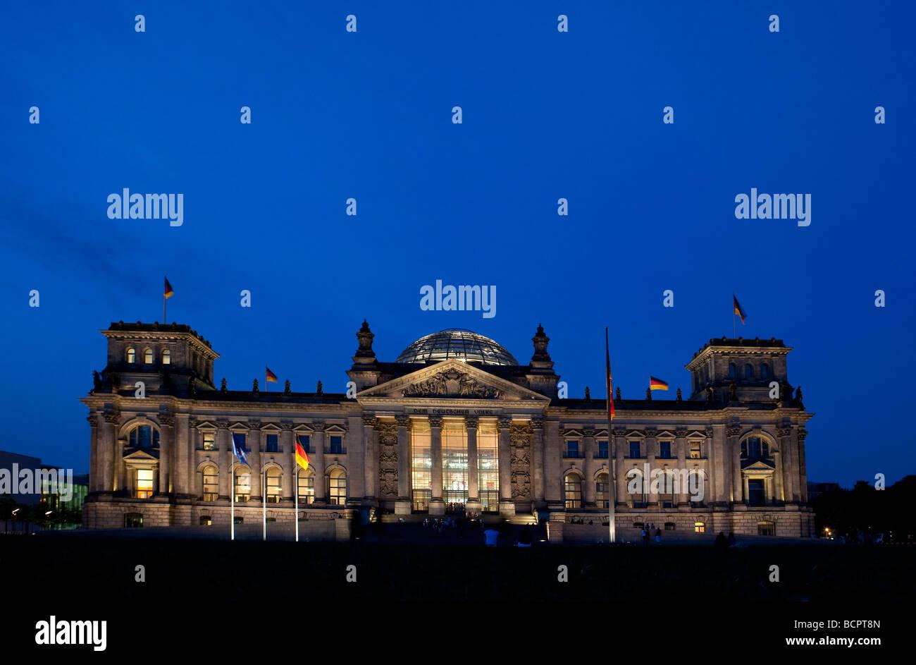 der Bundestag Reichstag in der Abend-Nacht Stockbild