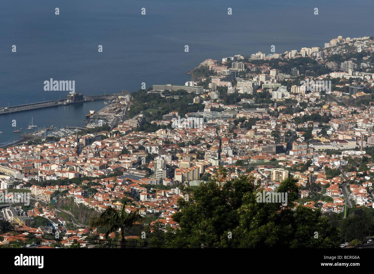 Funchal, die Hauptstadt von Madeira und den Hafen von Livramento blickte Stockbild