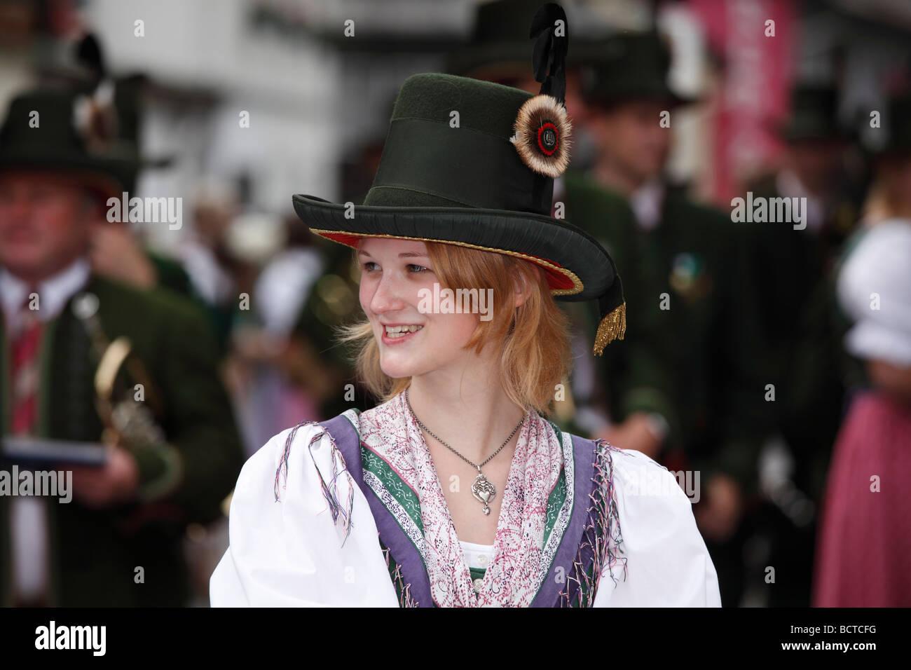 Junge Frau in Tracht, Narzissenfest Narcissus-Festival in Bad Aussee, Ausseer Land, Salzkammergut Bereich, Steiermark, Stockbild