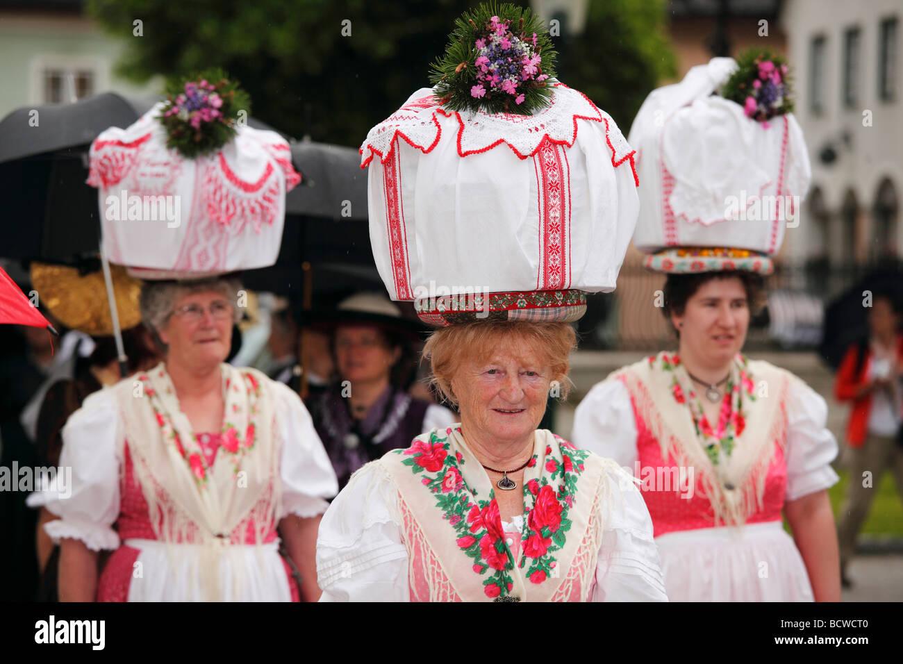 Frauen in traditioneller Tracht von Gosau in Oberösterreich, Narzissenfest Narcissus-Festival in Bad Aussee, Stockbild