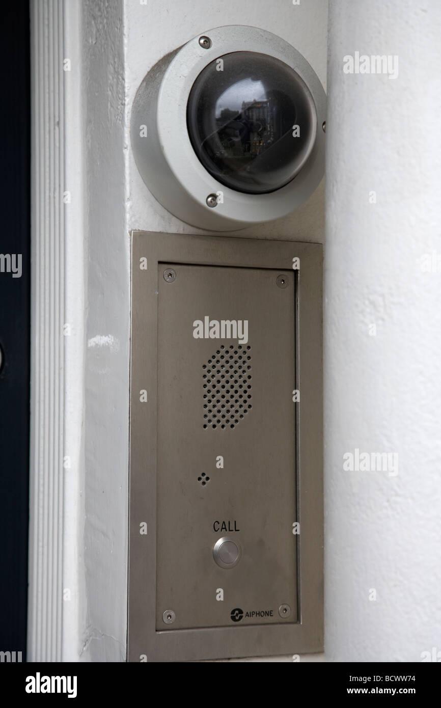 Überwachungskamera und Tür Eintrag Summer und Gegensprechanlage Stockbild