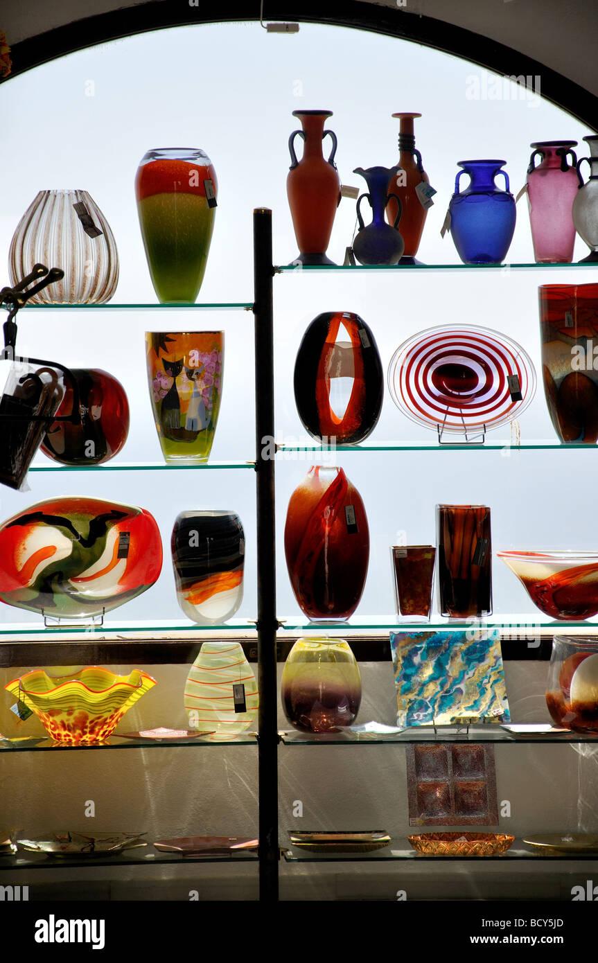 Glaswaren für den Verkauf im Shop, Mijas Costa Del Sol, Provinz Malaga, Andalusien, Spanien Stockbild