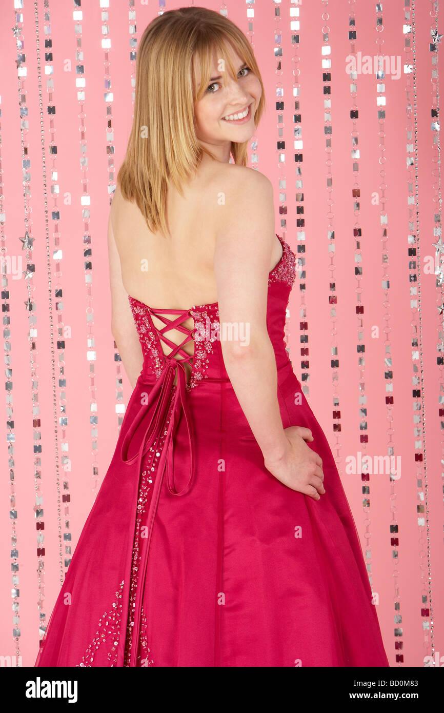 Teenage Girl Wearing Pink Dress Stockfotos & Teenage Girl Wearing ...