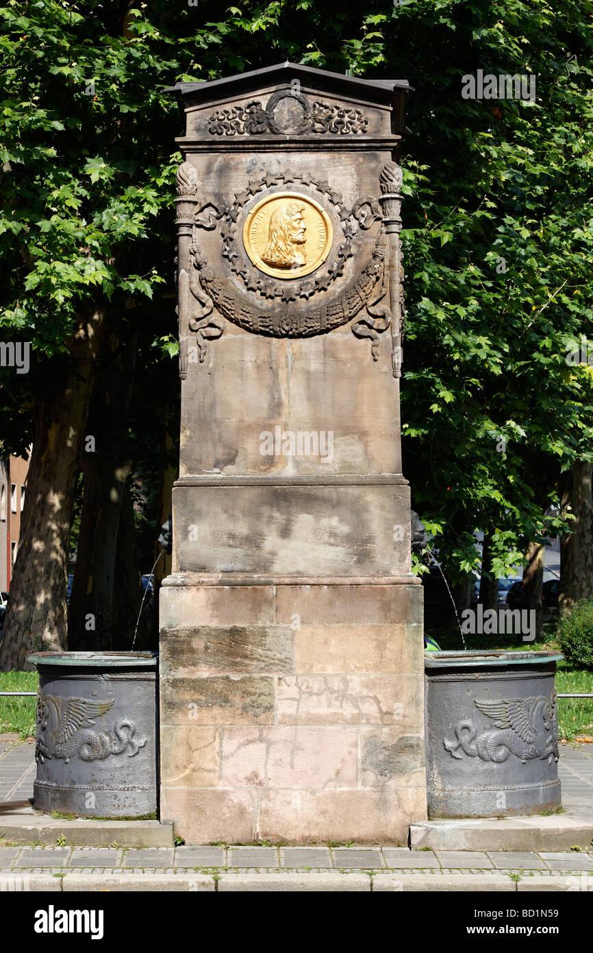 Dürer-Pirckheimer-Brunnen, Brunnen der Freundschaft, Max Platz, Altstadt, Nürnberg, Mittelfranken, Franken, Stockbild