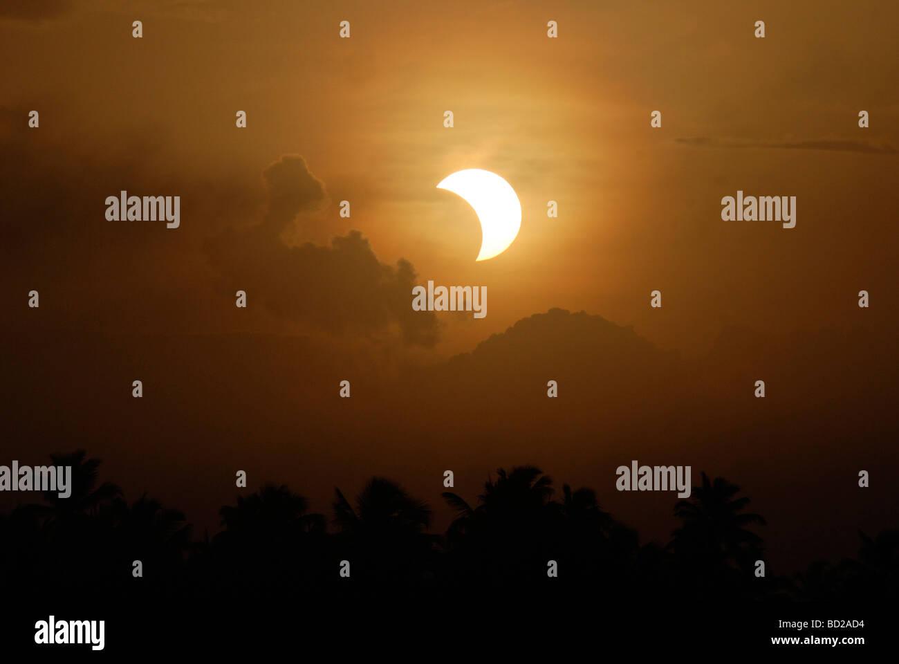 Eine partielle Sonnenfinsternis; Indien Stockbild