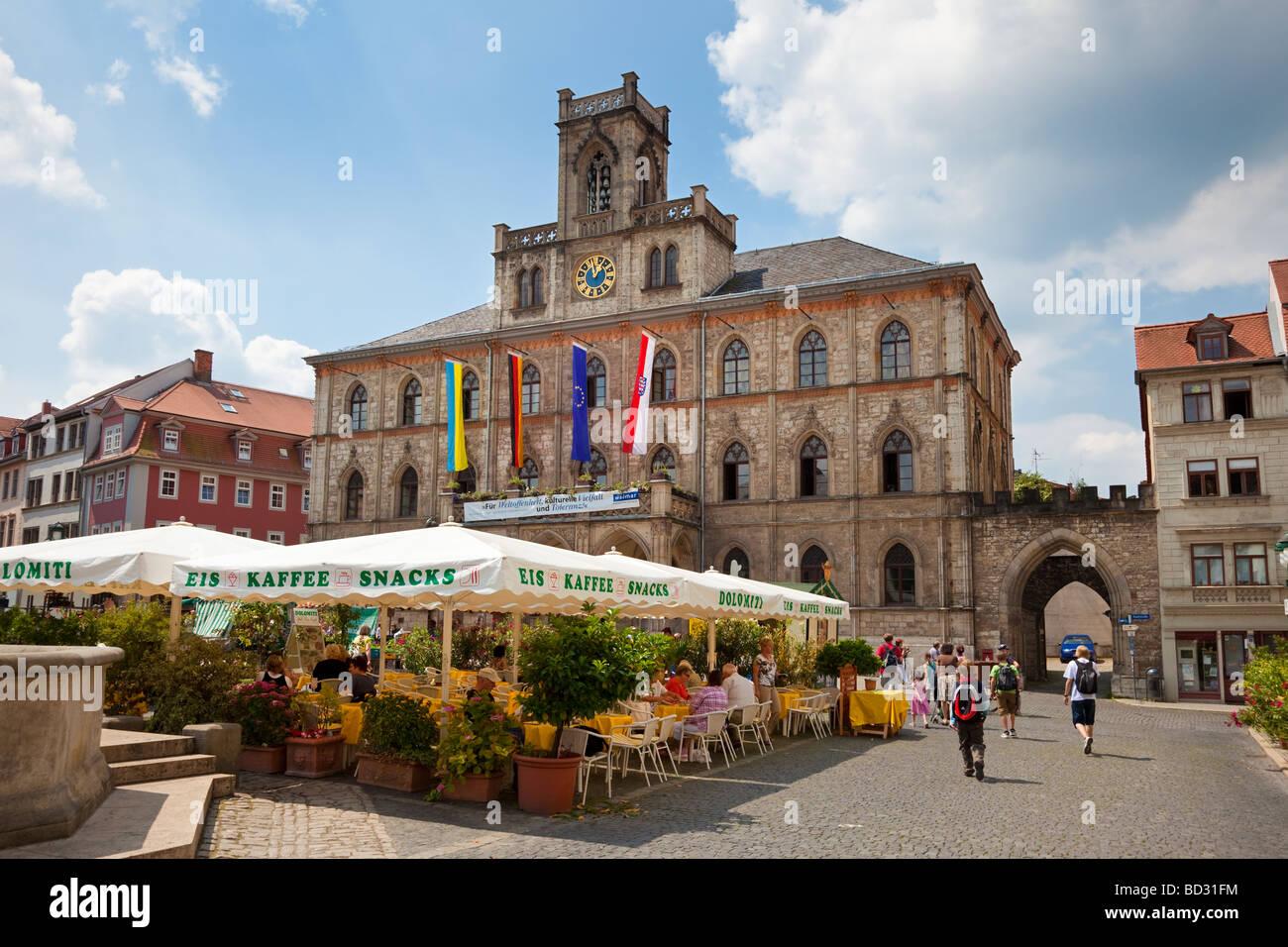 weimar deutschland europa rathaus und restaurant caf auf dem marktplatz stockfoto bild. Black Bedroom Furniture Sets. Home Design Ideas
