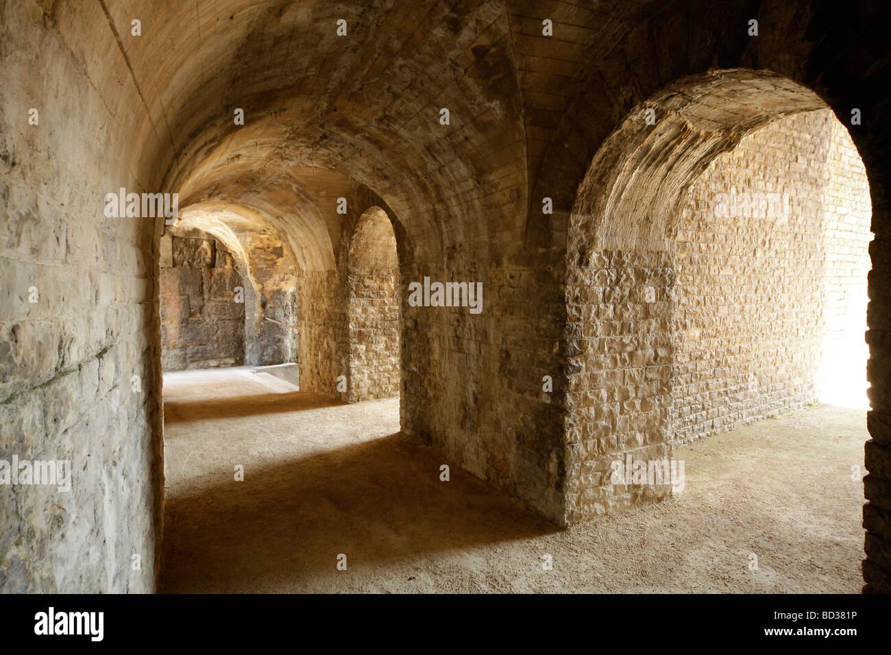 Korridore und Bögen im römischen Theater in Orange, Provence, Frankreich, Europa Stockbild