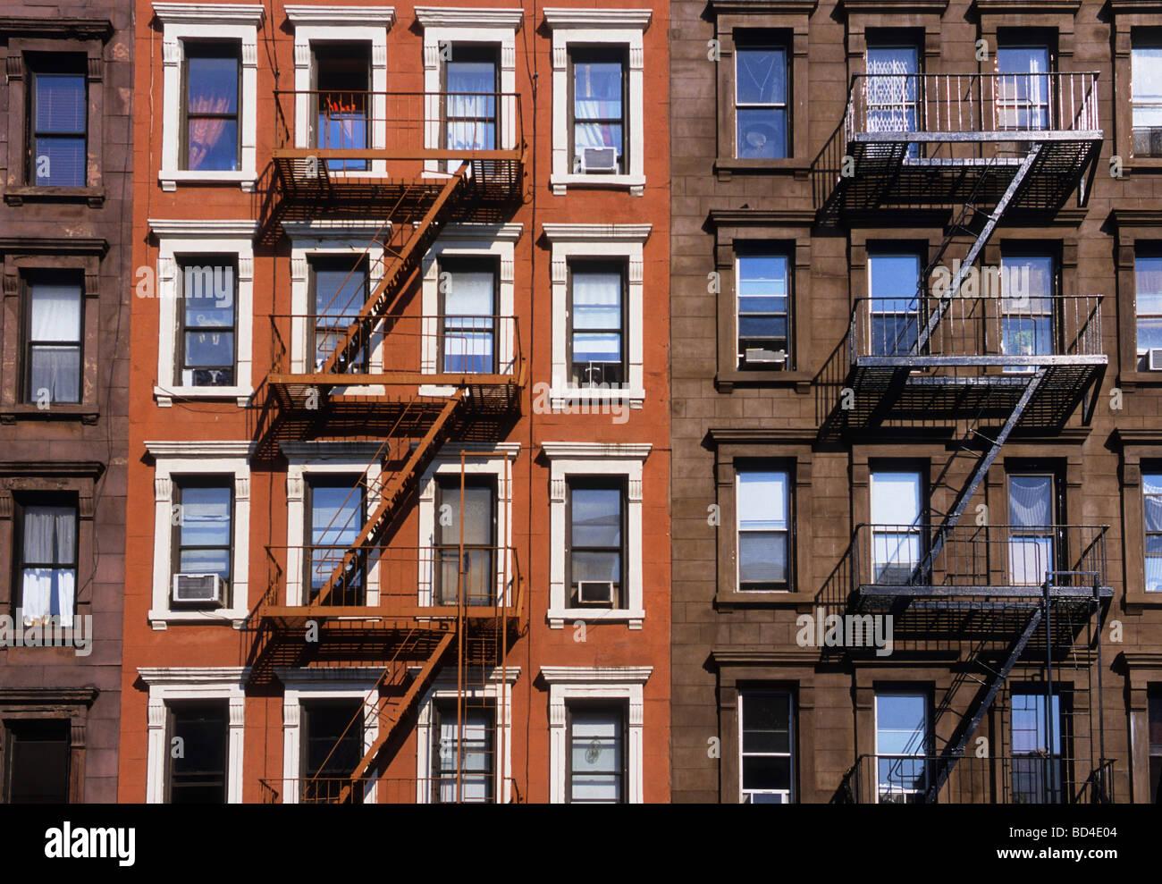 New York City restauriert Mietskasernen Stockbild