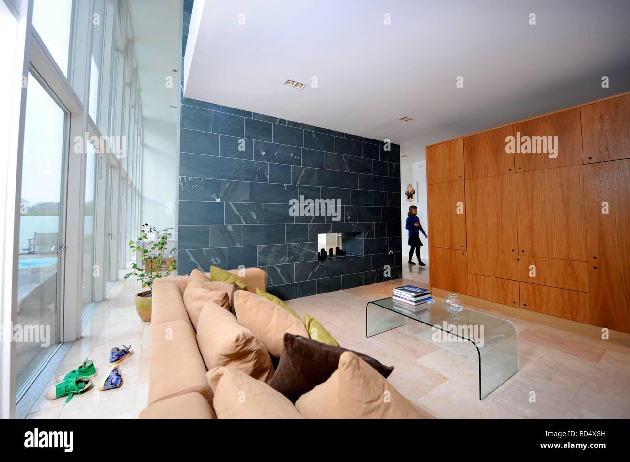 DAS BLAUE HAUS IN SNEYD PARK BRISTOL ALS SONDERANGEBOT-KANAL VIER S GRAND DESIGNS UK Stockfoto