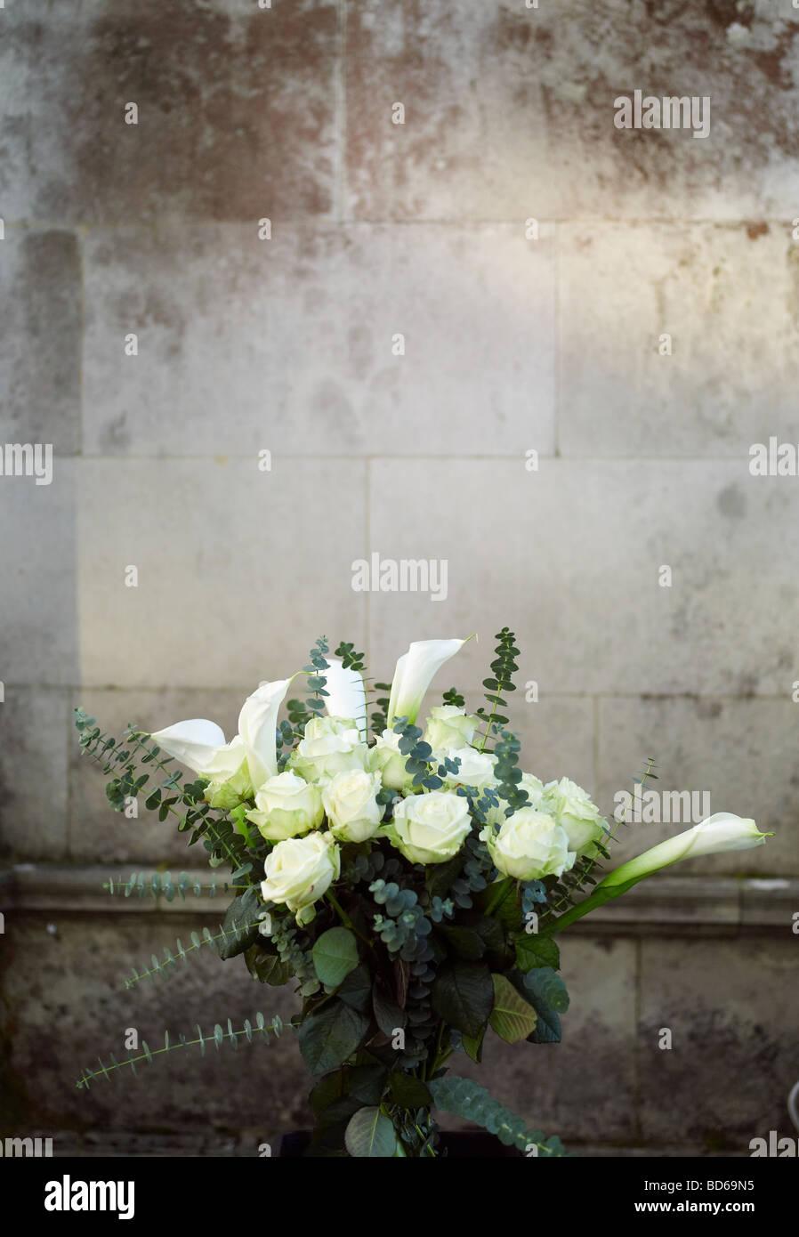 Hochzeitsblumen Weisse Rosen Arum Lilien Und Eukalyptus Grunes Laub