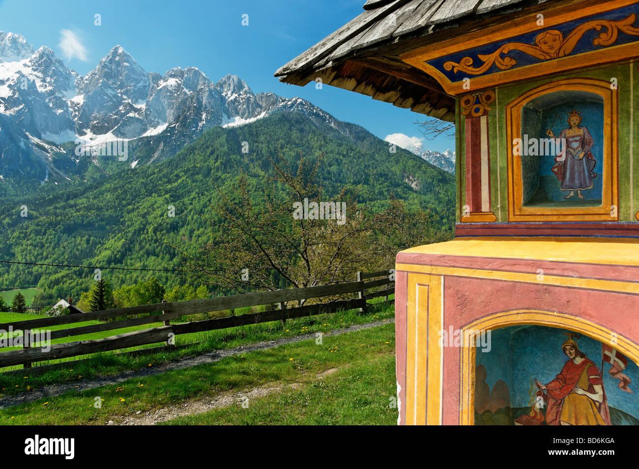 Ein Bildstock in Srednji Vrh in der Nähe von Kranjska Gora, Gorenjska, Slowenien. Stockbild