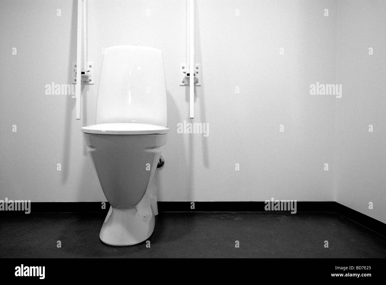 restroom stockfotos restroom bilder alamy. Black Bedroom Furniture Sets. Home Design Ideas