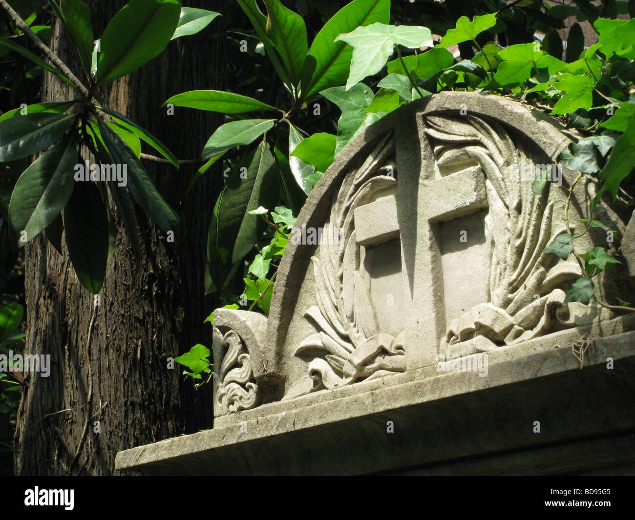 Grabstein in protestantischen Friedhof in der Nähe von Piramide, Rom Stockfoto