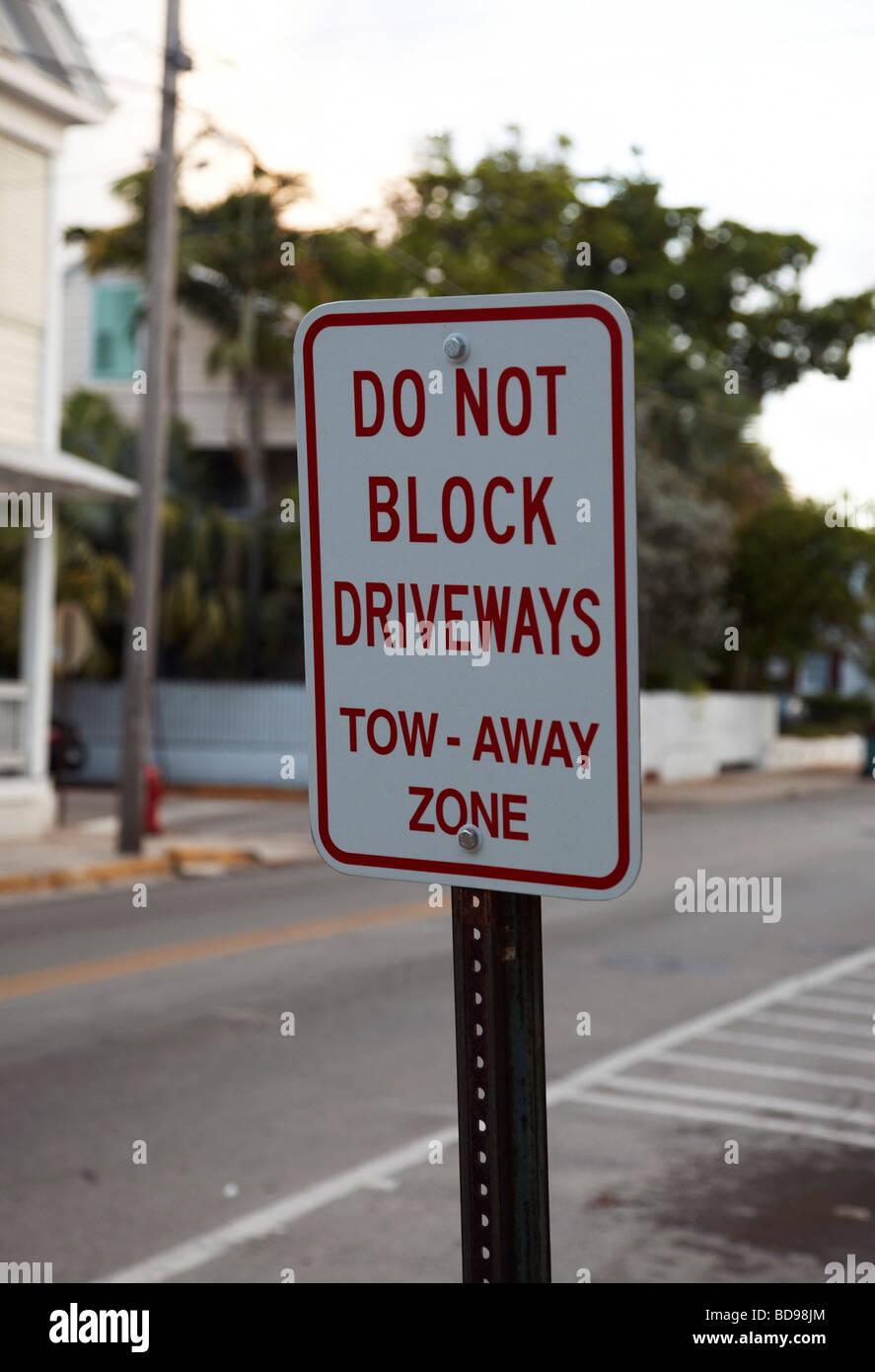 Zeichen besagt blockieren keine Einfahrt Stockbild