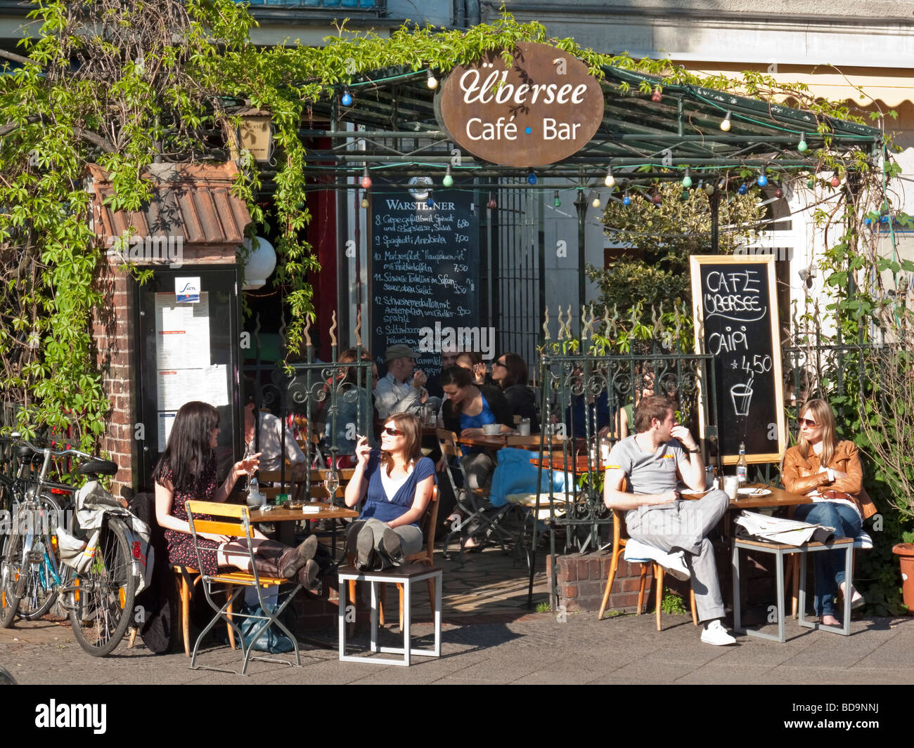 Cafe Uebersee Paul-Lincke-Ufer in Berlin Kreuzberg Stockbild
