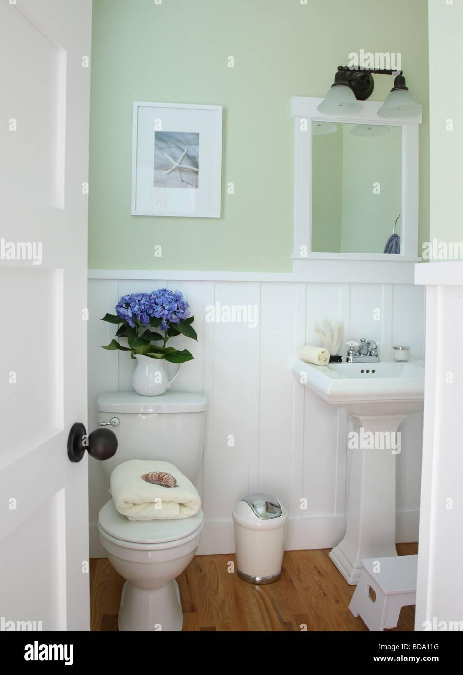Badezimmer-Wohngebäude Stockbild