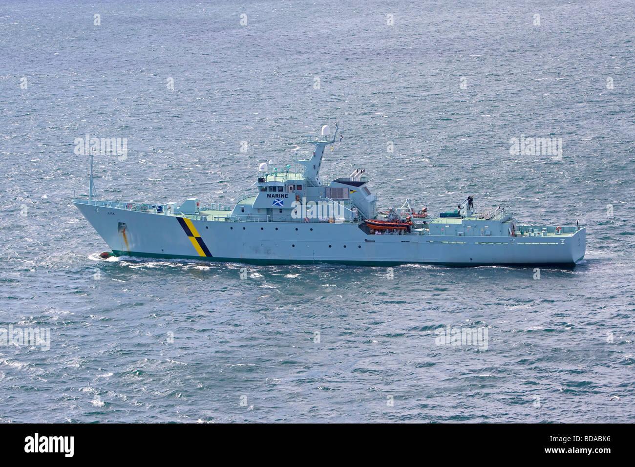 HMS Jura Fischerei Schutz Schiff Fischerei Marine UK Küste Stockbild