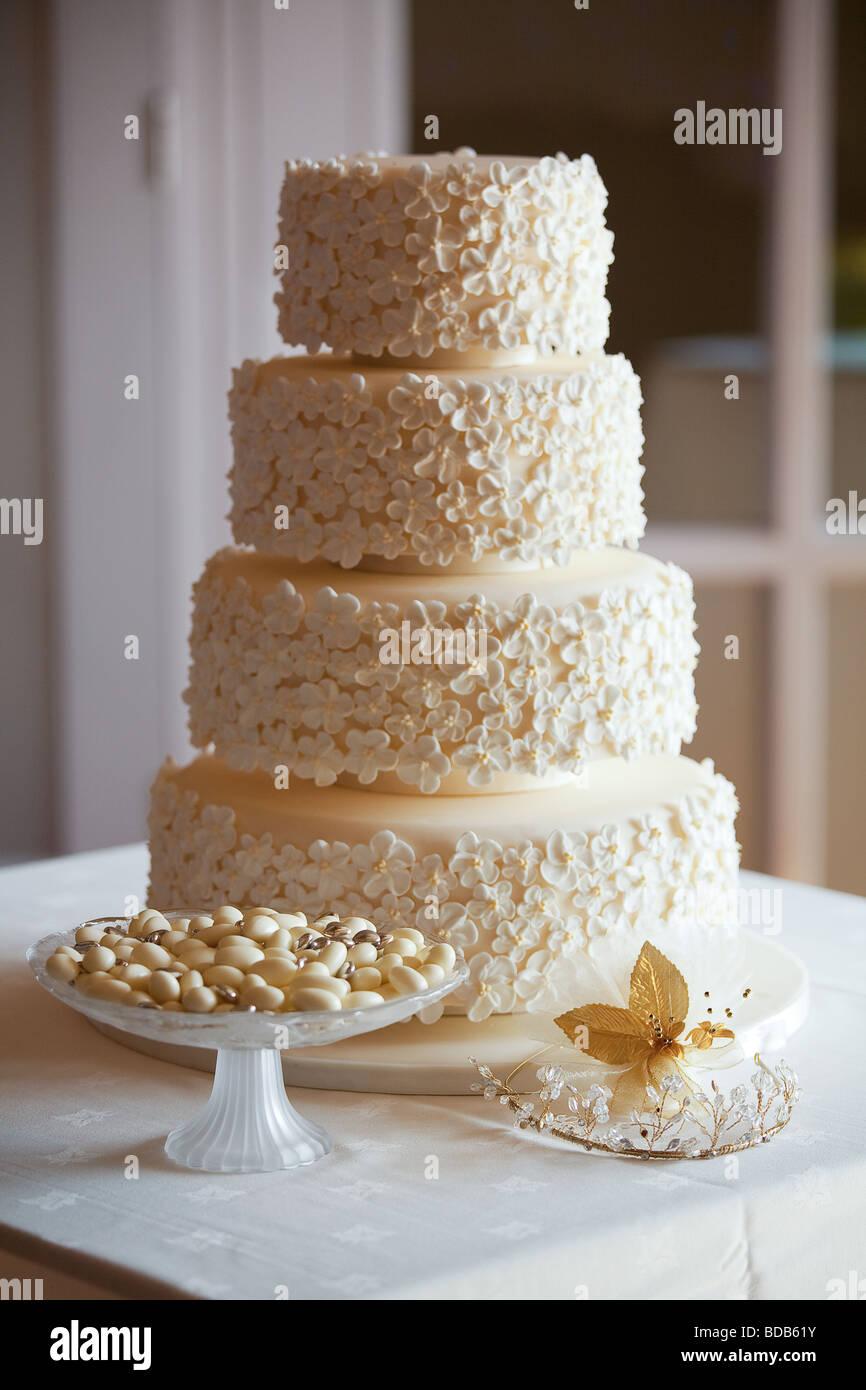 Hochzeitstorte In Puderzucker Blumen Mit Hochzeitsbevorzugungen