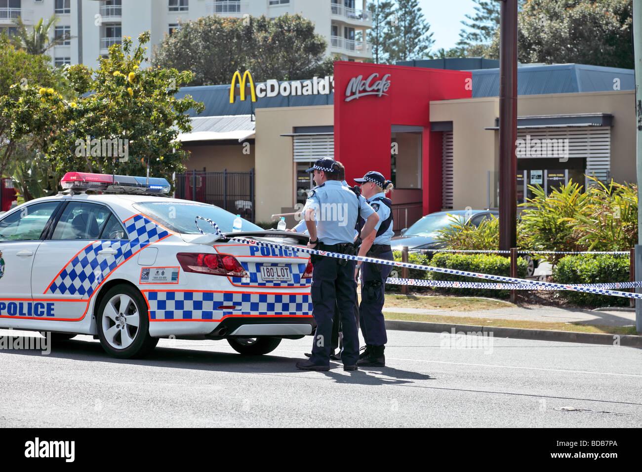 Queensland Polizei Absperren werden zur Untersuchung nach einem Mord Stockbild
