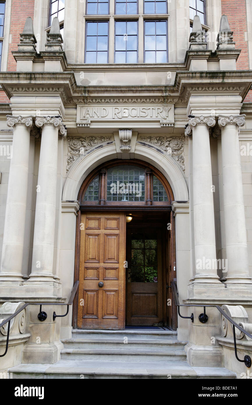 Eingang zum Land Registry Office Lincoln es Inn fields London uk Stockfoto