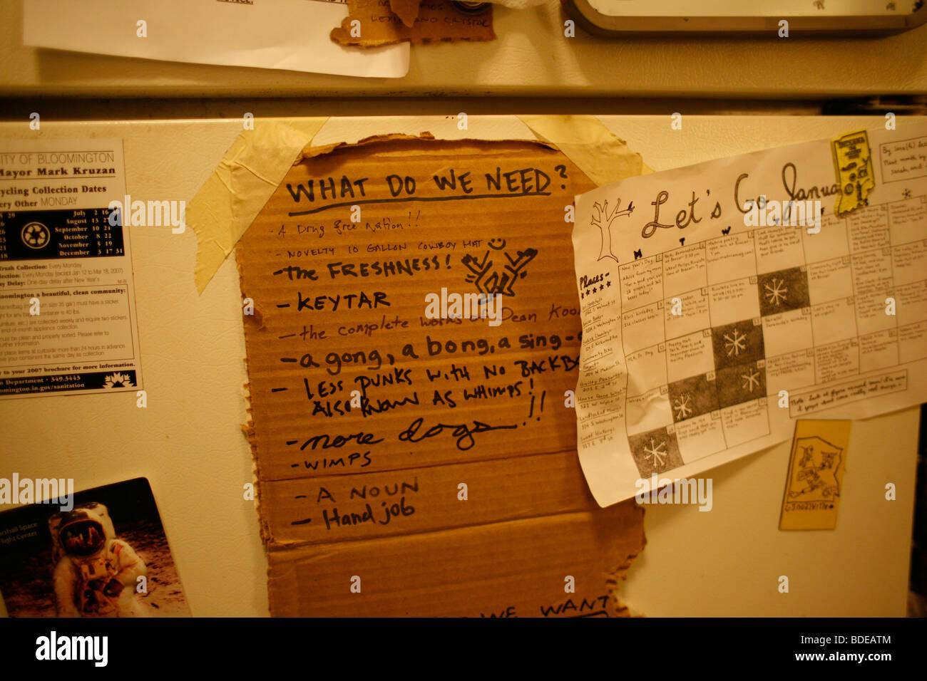 Kühlschrank Punk : Ein punk rocker to do liste hängt an den kühlschrank im haus von