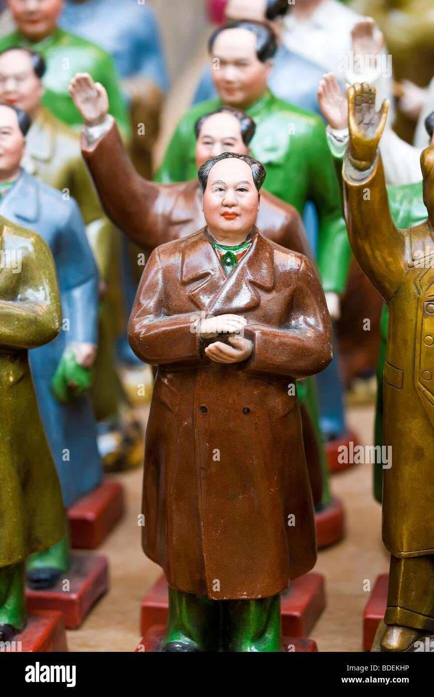 Hollywood Road Antiquitätenmarkt, Vorsitzender Mao kommunistische Ära Souvenir Statuen, Central, Hong Stockbild