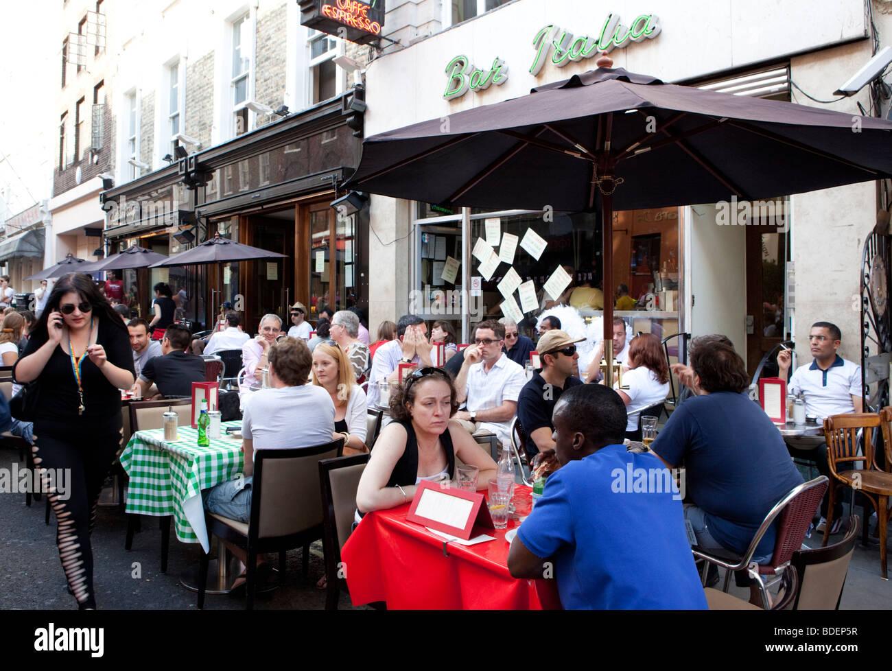 Bar Italia Soho während der Gay Pride London UK Stockbild
