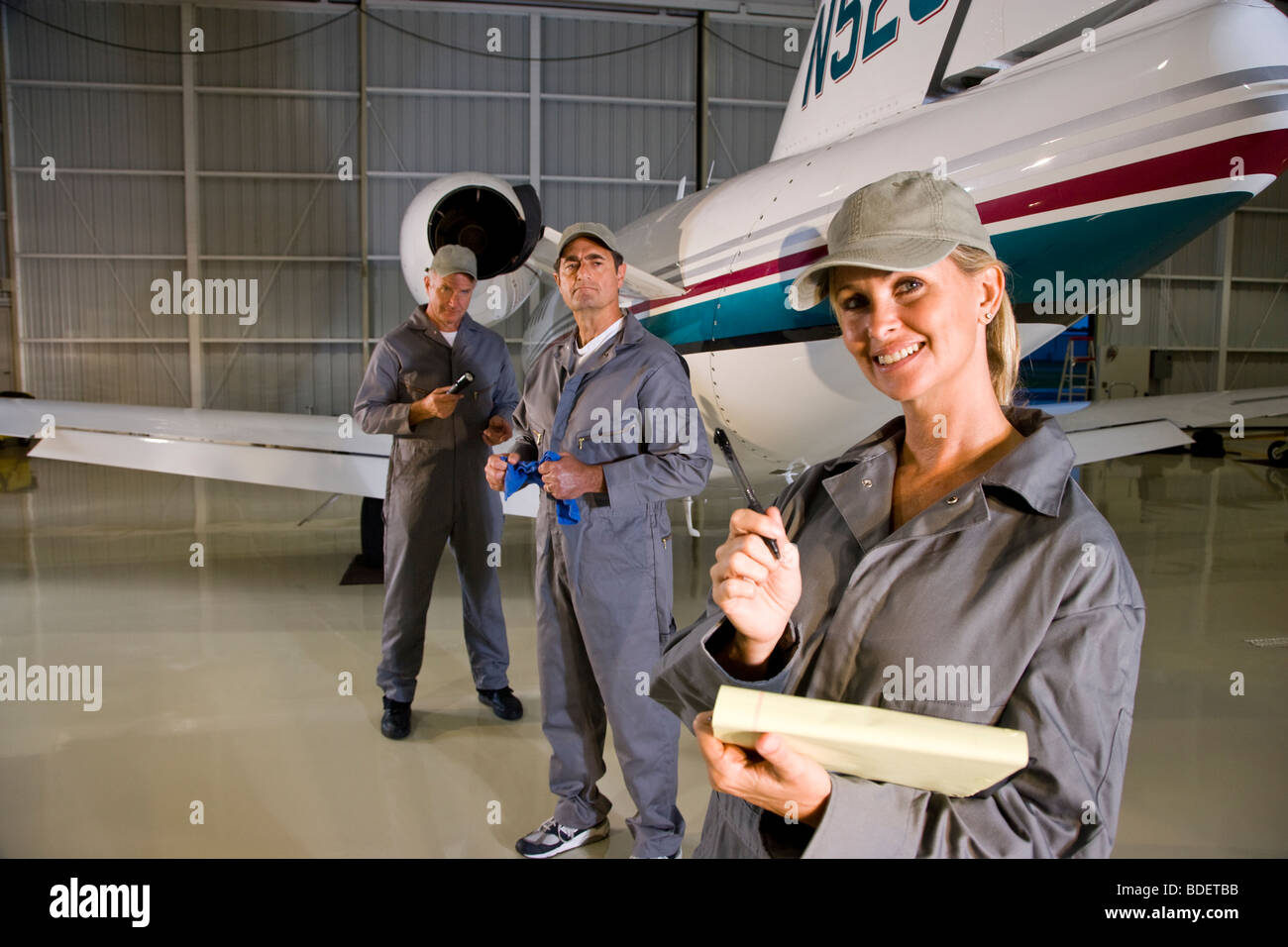 Foto Fluzeuge Männer Im Hangar