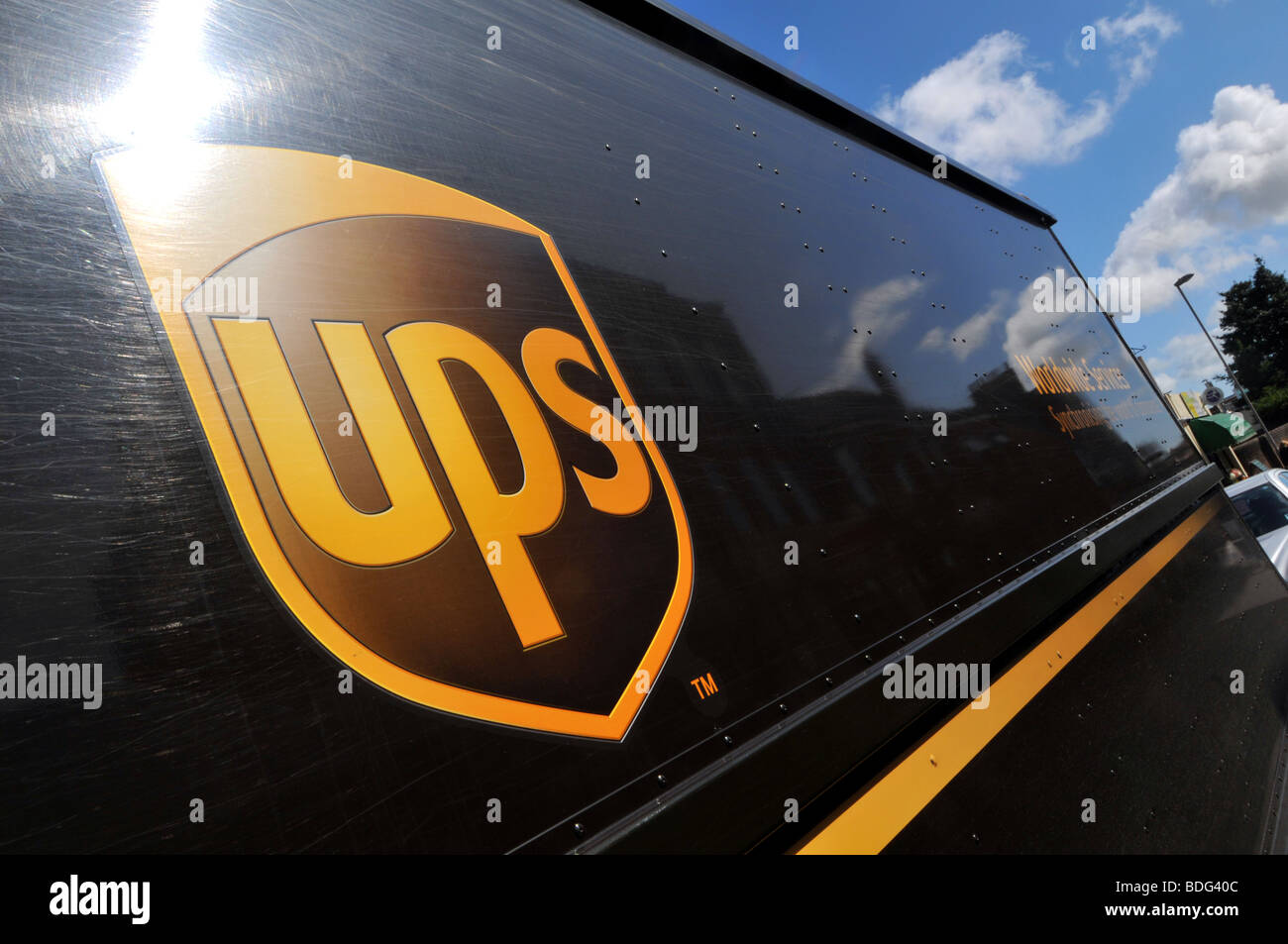 UPS-Logo auf LKW Stockbild