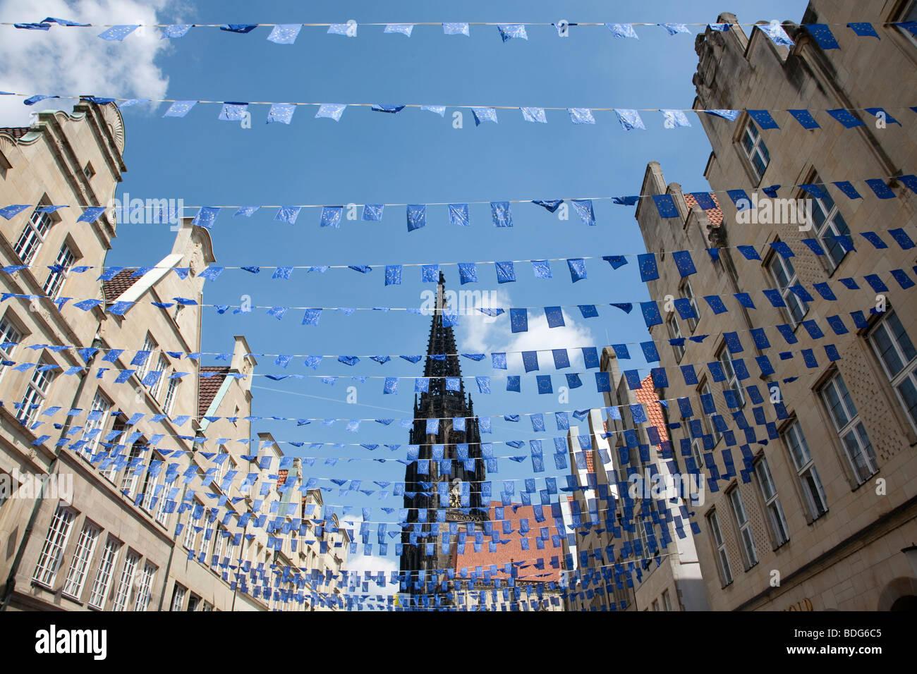 Europa-Tag in Münster, Giebelhäuser am Prinzipalmarkt quadratisch, St. Lamberti Kirche Kirche, North Rhine Stockbild