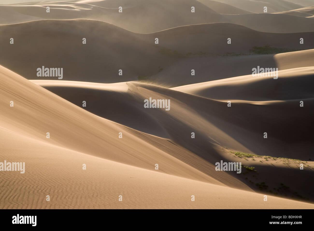 Dünen und wehenden Sand, Great Sand Dunes National Park, Colorado Stockbild