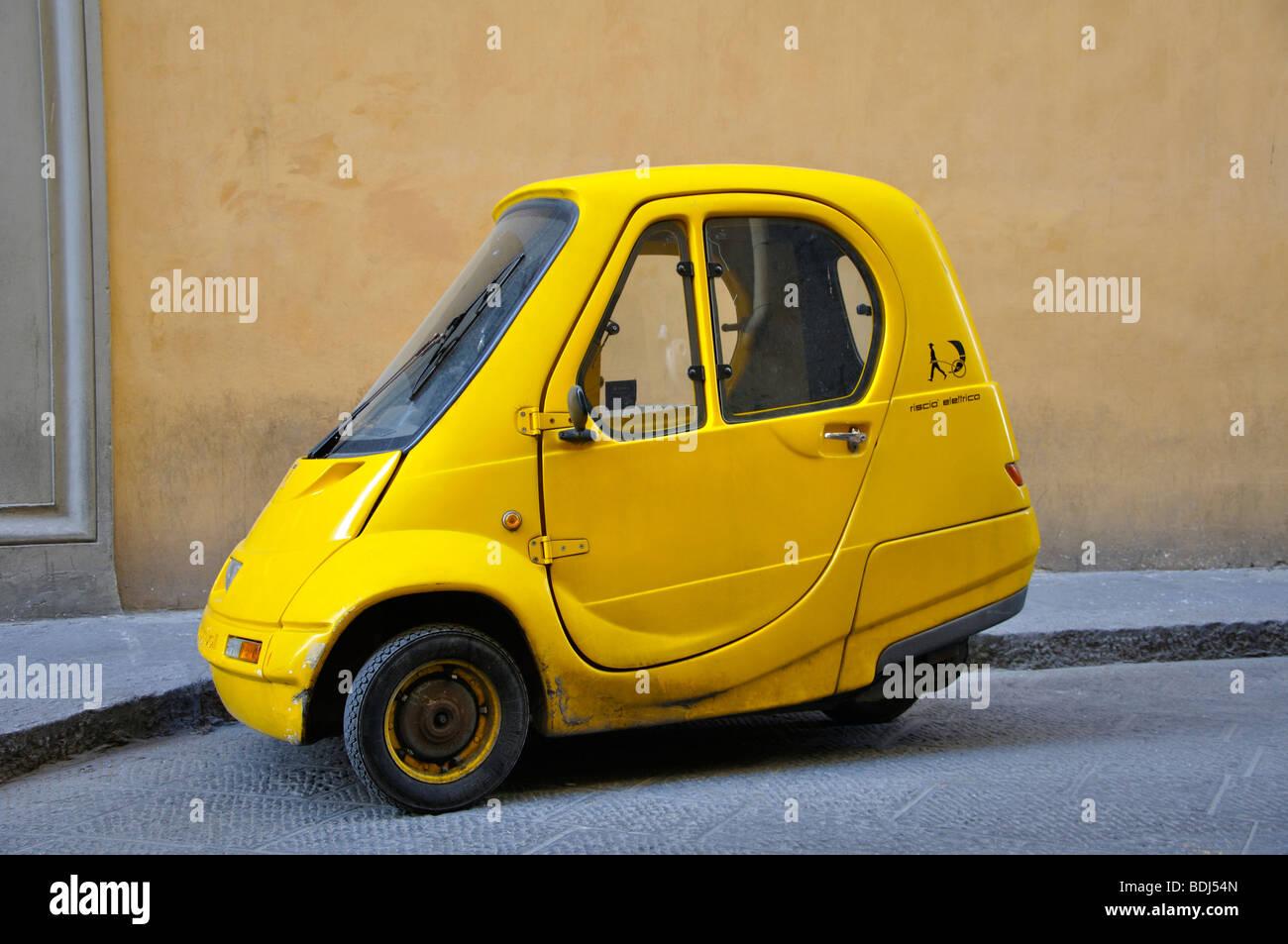 Dreirädrige Pasquali Elektro Mini Auto Stockfoto Bild 25600085 Alamy