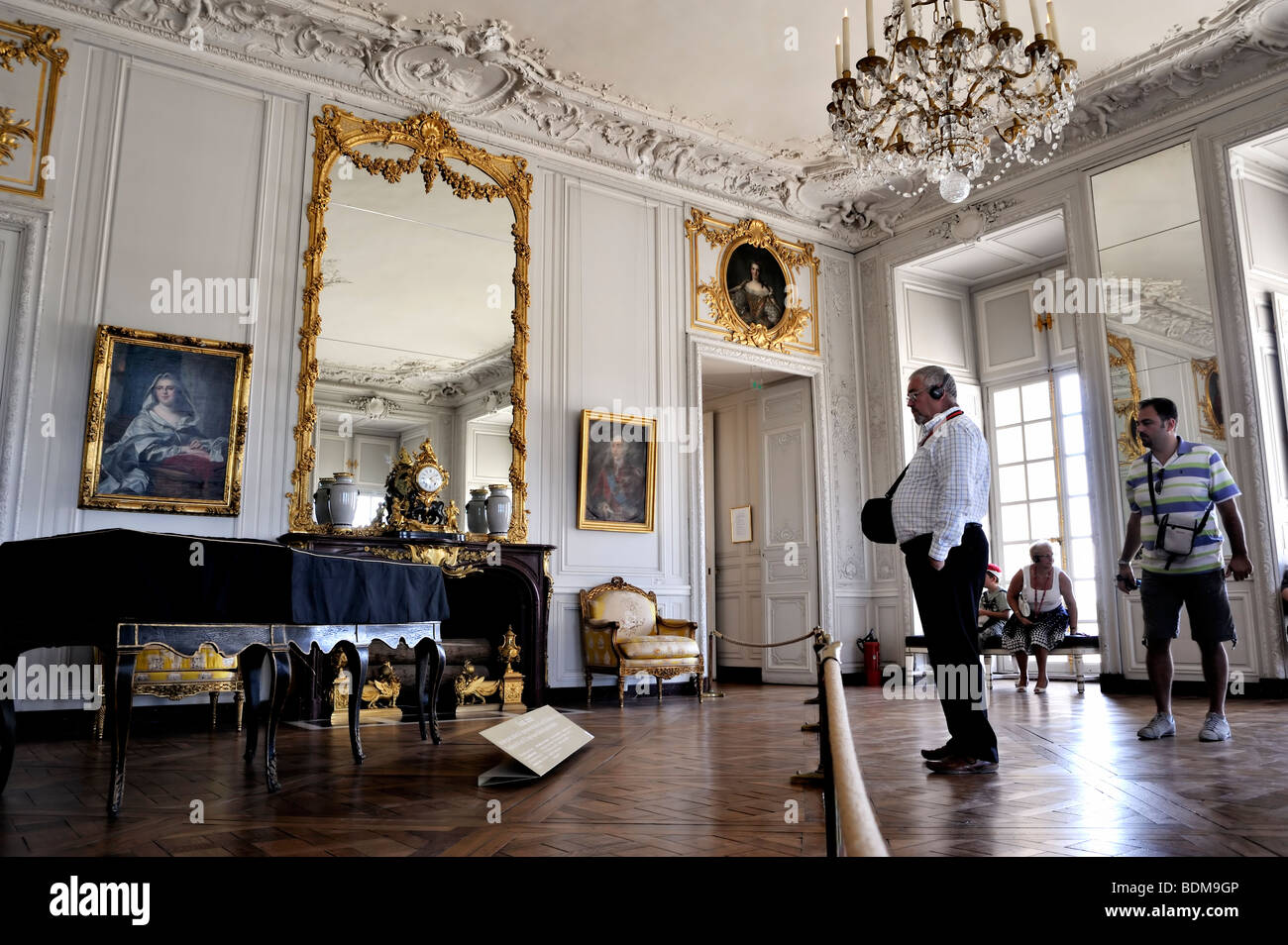 Music Room French Art Palace Stockfotos & Music Room French Art ...