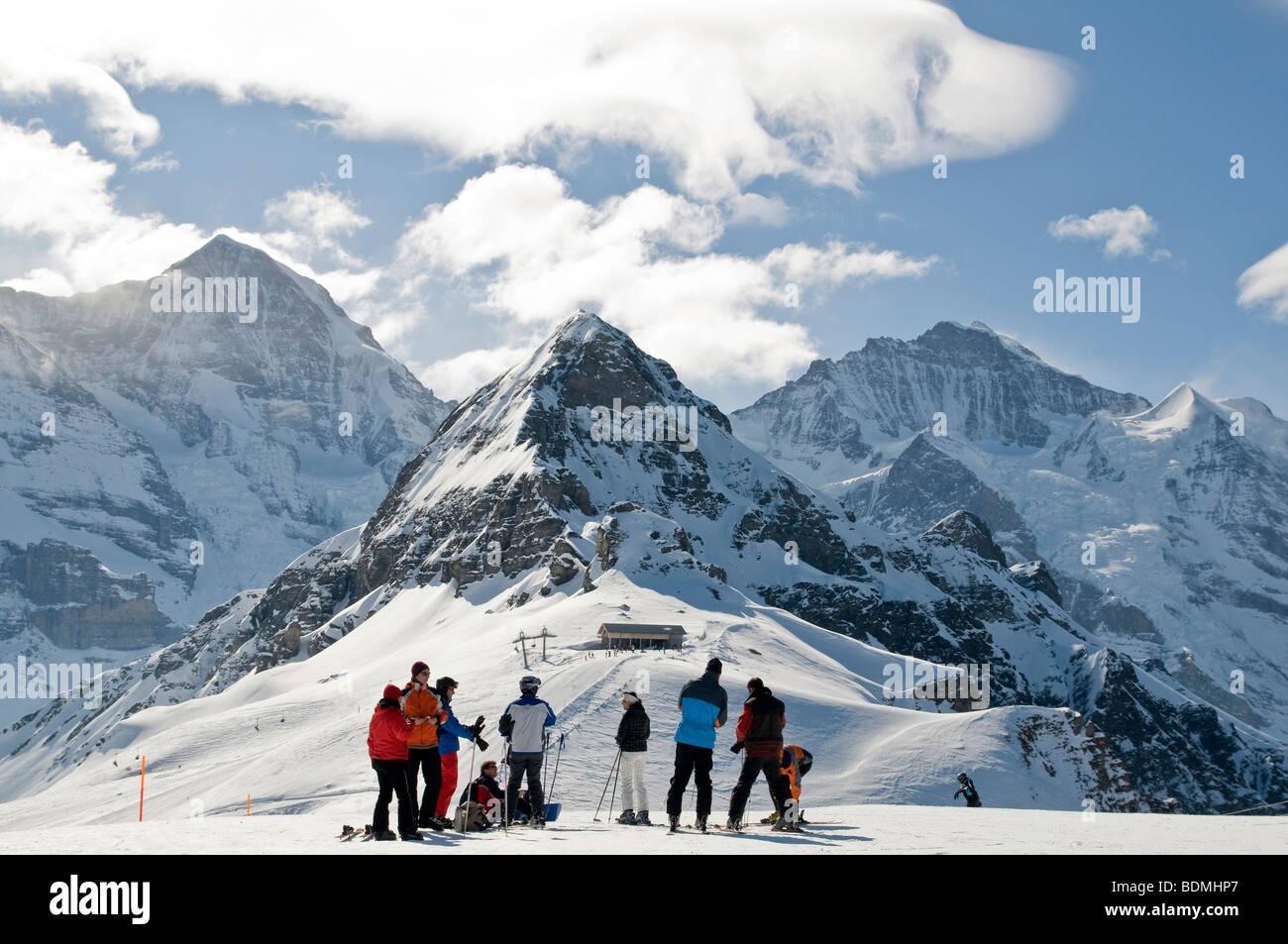Winterlandschaft mit Skifahrer, Grindelwald, Schweiz, Europa Stockbild