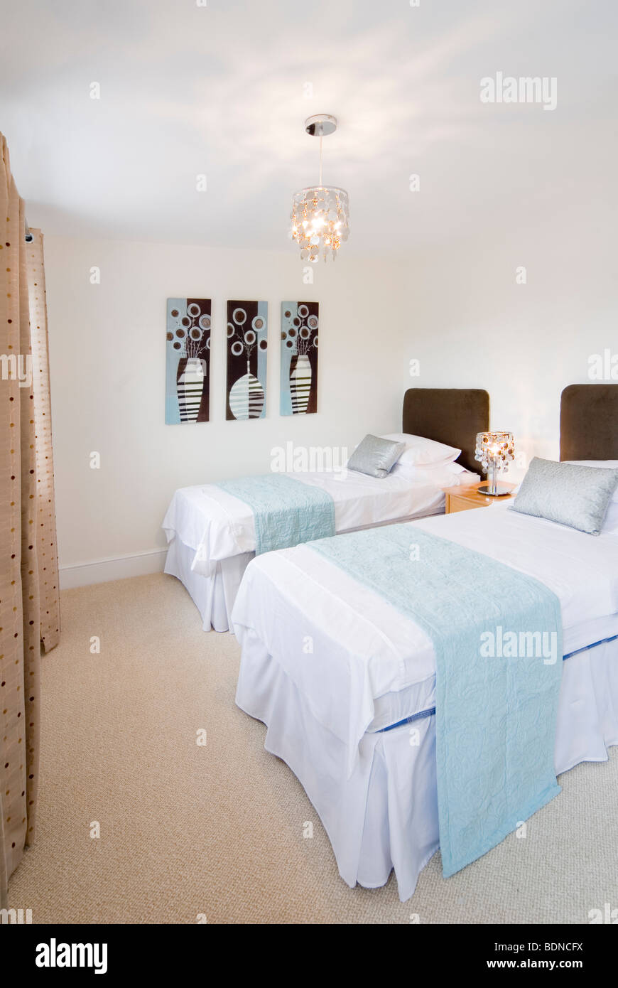 Twin Beds In Spare Room Stockfotos & Twin Beds In Spare Room Bilder ...