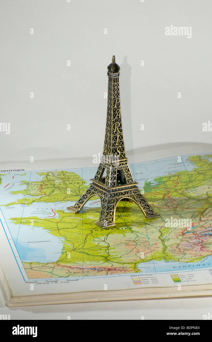 Der Eiffelturm Steht Auf Einer Karte Stockfoto Bild 25700531 Alamy
