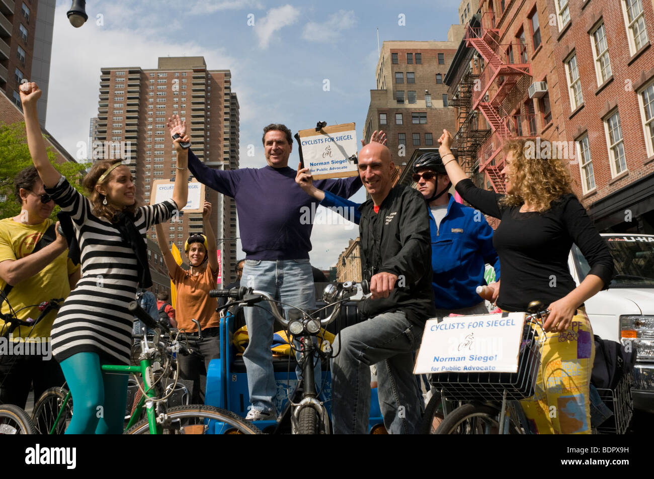 New York, NY Norman Siegel, Democrate Kandidat für Public Advocate während einer Kampagne-Veranstaltung Stockbild