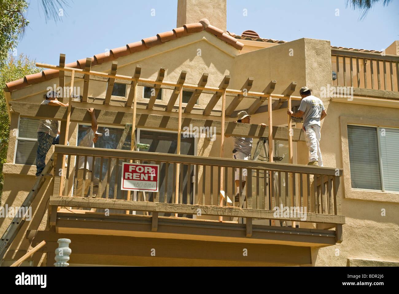 Tischler Ersetzen Termite Beschadigt Holz Auf Uberdachte Terrasse