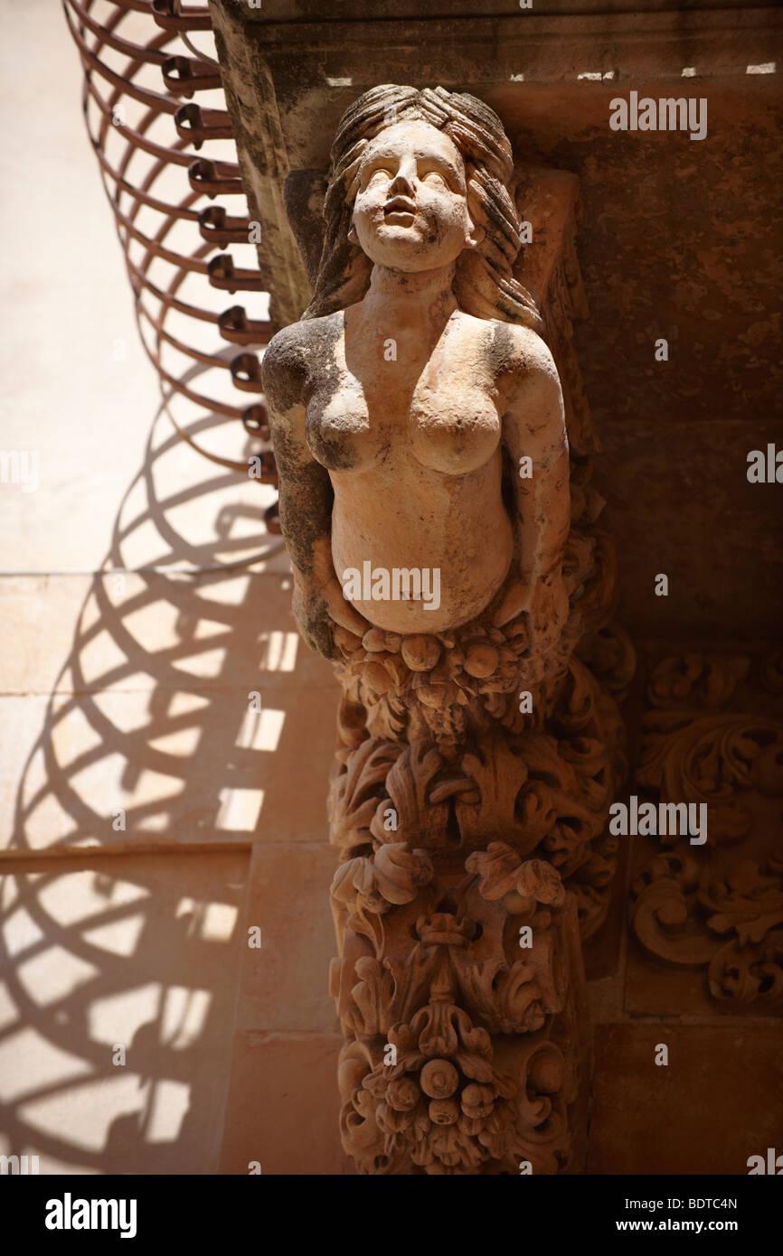 Geschnitzte barocke Balkon unterstützt - Palazzo Nicolaci - Noto - Sizilien Stockbild