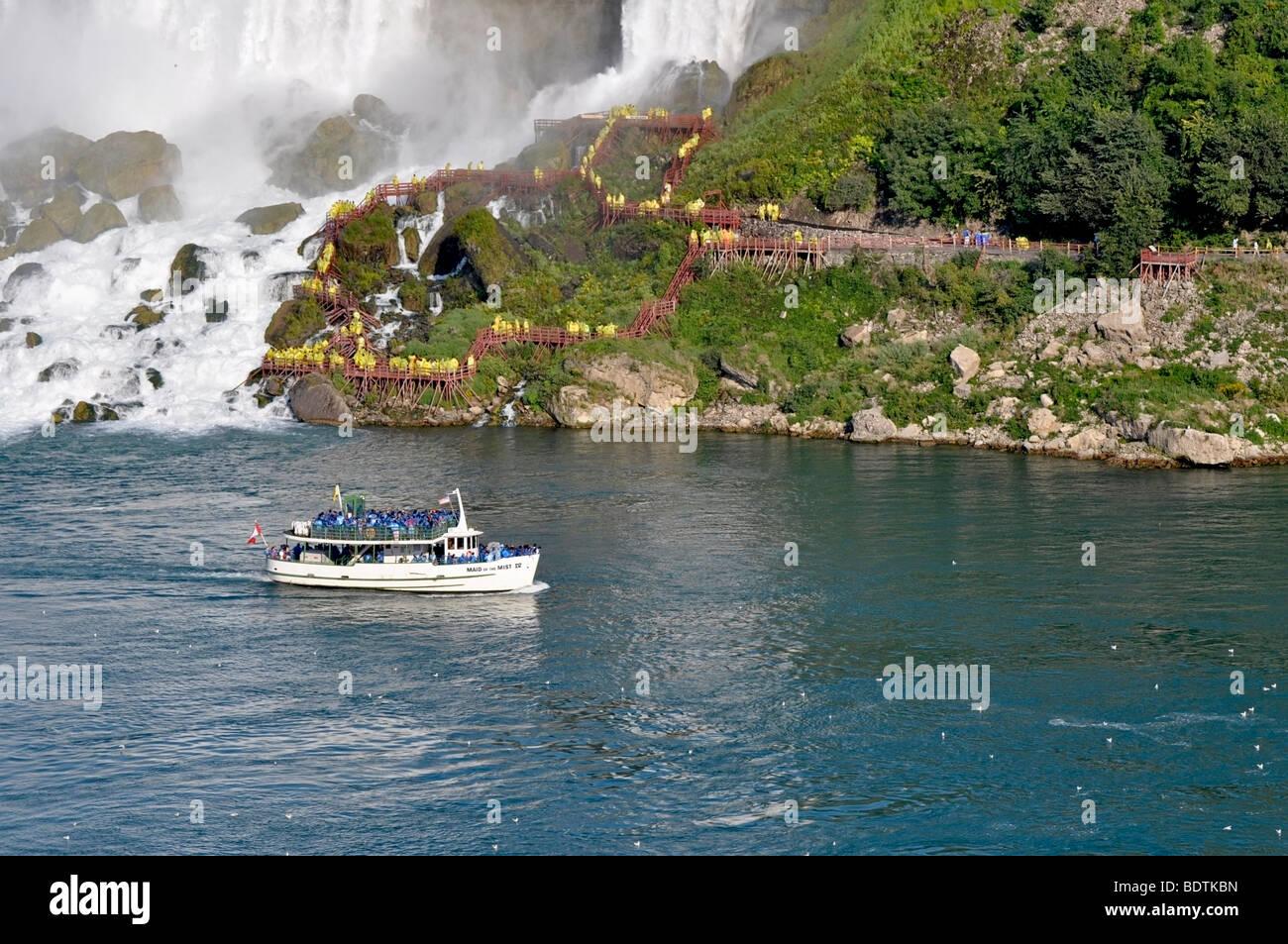 Magd des Bootes Nebel mit Touristen, Niagara Falls, Kanada Stockbild
