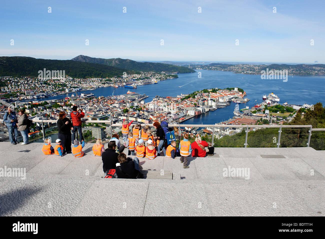 Altstadt mit Hafen der Stadt aus dem Stadt-Hügel und Blick Punkt Floyen, Bergen, Norwegen, Europa Stockbild