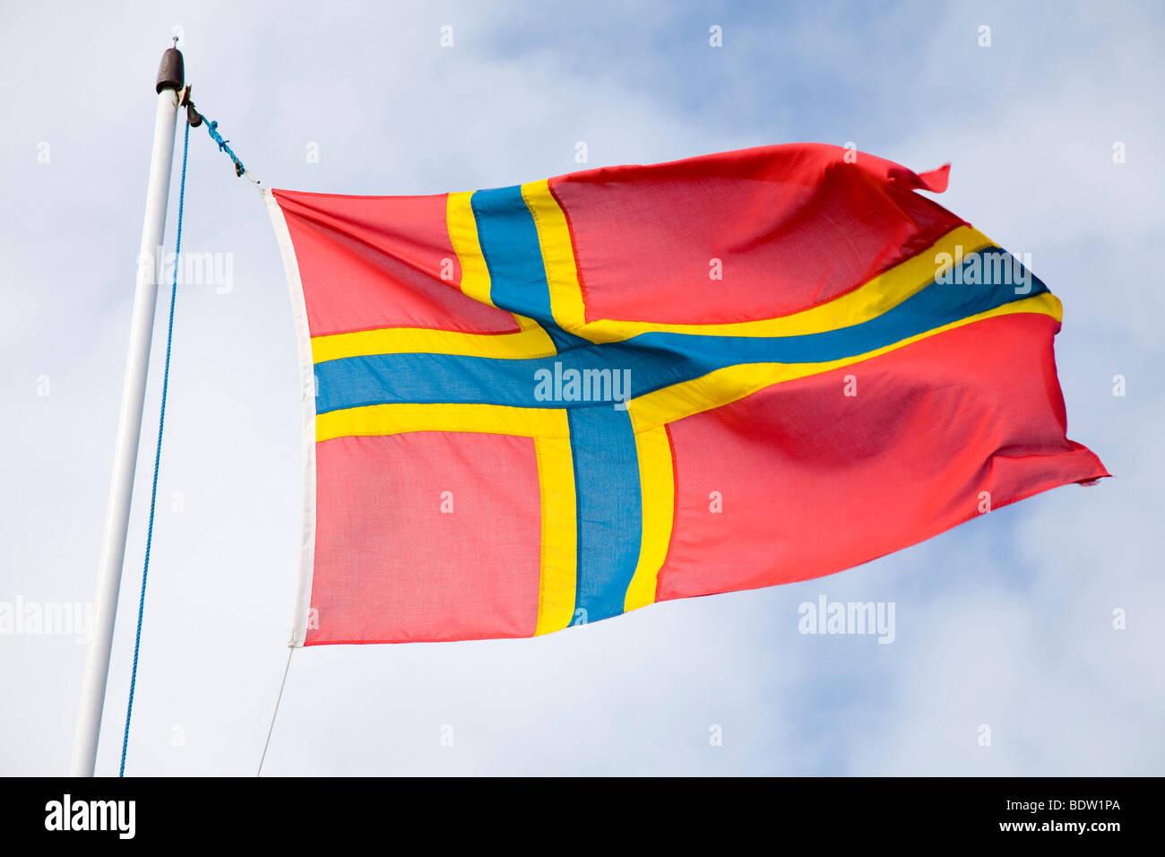 Flagge der Orkney-Inseln Weht Im Wind, die Nationalflagge der Orkney-Inseln, Orkney Inseln, Schottland Stockbild